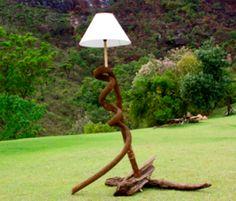 Magia em madeiras equilibradas formando uma peça com design especial e moderno