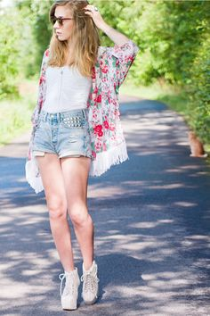 Discover this look wearing Floral Kimono Made By Me Cardigans, Studded DIY Shorts, White Unknown Tops - Flowerbomb by pouline styled for Trendy, Shopping in the Summer Chic Summer Style, Cool Style, My Style, Jeffrey Campbell, Indie Fashion, Fashion Outfits, Fasion, Urban Outfitters, Summer Outfits