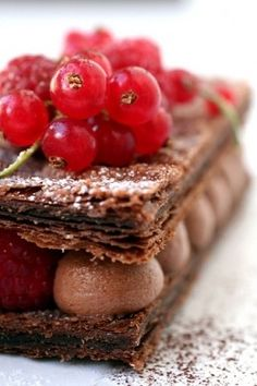 chocolate and raspberry mille feuille.made with chocolate puff pastry. Just Desserts, Delicious Desserts, Dessert Recipes, Yummy Food, Cookie Recipes, Breakfast Recipes, Dinner Recipes, Cupcake Cakes, Cupcakes