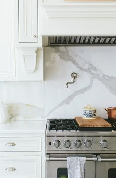 It is easier than you think to take your kitchen from builder grade to gorgeous on a budget! These kitchen makeover secrets will save you money and give you great ideas! Behind Stove Backsplash, Kitchen Backsplash, Kitchen Cabinets, Kitchen Countertops, Kitchen Layout, Kitchen Design, Kitchen Decor, Kitchen Ideas, House Ideas