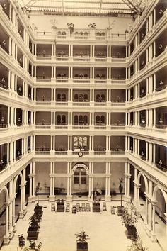 Faber (AA809)    San Francisco. Inside the Palace Hotel. Albumen print from the period. circa 1880