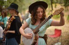 MICHAEL COONS/Acorn Newspapers Melanie Curran of Los Angeles tunes her banjo…