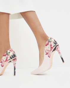 Blush Pink Floral 038 Rose Gold Heels So beautiful Perfect for weddings 038 forma Blush Pink Floral 038 Rose Gold Heels So beautiful Perfect for weddings 038 formal events Rose Gold Heels, Floral Heels, Green Heels, Fancy Shoes, Pink Shoes, Ted Baker Shoes, Streetwear Shoes, Womens High Heels, Designer Shoes