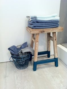 Stacked towels on stool. Dipped Furniture, Painted Furniture, Diy Interior, Interior Decorating, Furniture Makeover, Home Furniture, Paint Dipping, Painted Stools, Mediterranean Homes