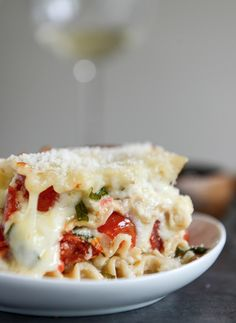 White Pizza Lasagna | howsweeteats.com