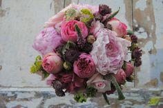 Ramo de Novia con peonias y rosas inglesas de jardín. Mayula Flores