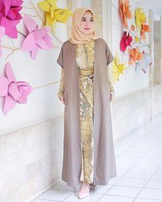 37 Super ideas for fashion classy modern chic Batik Fashion, Abaya Fashion, Modest Fashion, Trendy Fashion, Fashion Models, Fashion Dresses, Women's Fashion, Trendy Dresses, Simple Dresses