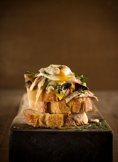bruschetta-ventreca-verduras-huevo