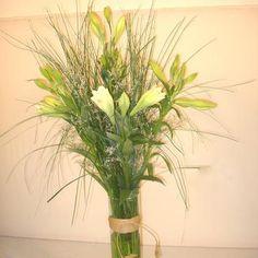 Arreglos florales en iglesias y salones para fiestas.