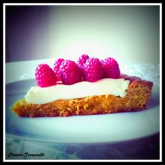 Crostata di pistacchi, panna cotta e lamponi #foodporn #food #drink #kitchen #handmade #likealways #sweet #sugar #biscotti #break #thè #dinner #breakfast #roncocalino #assortment #lunch #good