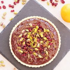Rather decadent, but deliciously easy, this Chocolate Tart with Cranberries, Orange and Pistachios is great as an alternative to Christmas pudding or perfect for a Christmas party. Vegan Christmas, Christmas Pudding, Christmas Recipes, Yummy Treats, Sweet Treats, Savory Tart, Mince Pies, Chocolate Filling, Chocolate Orange