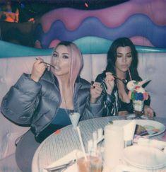 Kim Kardashian & with Kourtney and Khloé& Japan Outfits: & Actually Embarrassing& in 2019 Kim Kardashian Meme, Kim Kardashian Blazer, Kim Kardashian Wallpaper, Familia Kardashian, Kim Kardashian Before, Kim Kardashian Wedding, Estilo Kardashian, Kardashian Family, Outfits