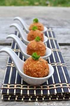 I want to try to make these into patties. Croquettes Recipe, Potato Croquettes, Knafe Recipe, Appetizers For Party, Love Food, Cupcakes, Food Porn, Brunch, Food And Drink