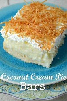 Coconut Cream Pie Bars - Homemade coconut custard on a delicious cookie curst topped with homemade whipped cream Coconut Recipes, Coconut Bars, Coconut Cream Pie Bars Recipe, Coconut Slice, Coconut Custard, Just Desserts, Delicious Desserts, Yummy Food, Empanada