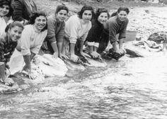 Donne che lavano i panni nel rio Mannu 1960
