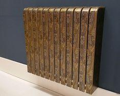 cache radiateur design en bois repeint en marron à motifs dorés