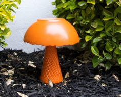 DIY: Garden Mushroom Yard Art using a vase, bowl and waterproof glue!
