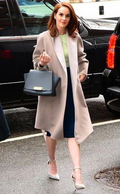 Michelle Dockery from The Big Picture: Today's Hot Photos The Good Behavior actress looks elegant and put together while holding her Zac Posen handbag in New York City. Michelle Dockery, New Fashion, Fashion Outfits, Womens Fashion, Fashion Tips, Fashion Trends, Female Fashion, Downton Abbey, Dramatic Classic