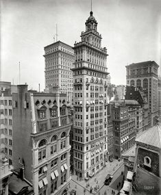 Gillender Building, New York c. 1900 Stunning architecture and easy to isolate that building Old Pictures, Old Photos, Vintage Photos, Rare Photos, Fosse Commune, Shorpy Historical Photos, Vintage Architecture, New York Photos, New York Pictures