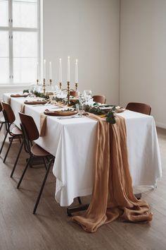 Boheemit talvihäät – stailattu hääkuvaus Epaalan Anselmilla Wedding Photoshoot, Table Settings, Wedding Inspiration, Table Decorations, Furniture, Home Decor, Style, Swag, Decoration Home