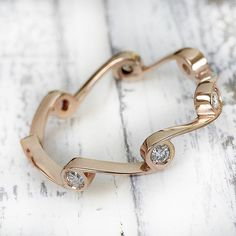 A charming masterpiece of elegance and modernity, a rose gold ring with seven white diamonds embedded into a pattern wave that gives you a sense of freedom. Perfect in its simplicity for any special occasion.. ct diamonds 0.18 VS-SI, G #carinigioielli #eternity #waves #ocean #freedom #diamonds #rosegold #beautiful #perfect #masterpiece #realbride #engaged #ido #proposal #girl #girlfriend #instawed #bridesmaid #instabride #igdaily #fallfashion #regali #noi #canon_photos #nikon .