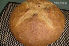 Chlieb si pečiem už po dlhé roky, ale nikdy sa mi nepodarilo napodobniť chlieb ktorý kedysi dávno pekávala moja mamka...chlieb sa zamiesil doma a potom sa odniesol k pekárovi, ktorý mal pec a piekol chleby aj pre domáce gazdinky..po mnohých neúspešných pokusoch som sa konečne dopracoval, aj ked nie celkom takého istého , ale veľmi podobného výsledku... ak nemáte radi chrumkavú kôrku na chlebe, tak toto rozhodne nie je chlieb pre Vás..... Bread And Pastries, Bread Recipes, Homemade, Baking, Recipes, Brot, Home Made, Bakken, Backen