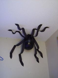 Balloon spider cute idea for a kids halloween party or Harry Potter themed party…