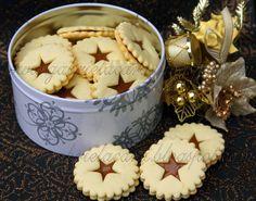 De fiecareCraciun, draga mea Gabriela, frurnicutza mea de apatament, face ce face, zgurmaprin sertare si dulapuri, alege, prepara, framan... Mouse Recipes, Cookie Recipes, Dessert Recipes, Desserts, Dessert Ideas, Gooey Cookies, Romanian Food, Sweet Pastries, Food Cakes