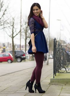 blauw jurkje burgundy panty Stockings Outfit, Dress With Stockings, Pantyhose Outfits, Colored Tights Outfit, Purple Tights, Fall College Outfits, Fall Outfits, Sexy Legs And Heels, Colourful Outfits
