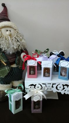 Lembrancinhas de mini wisky produzidas por Mônica Guedes