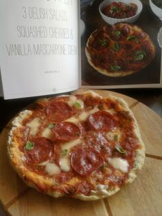 Making Pizza in a Frying Pan - Jamie Oliver's Cheat's Pizza from 30 Minute Meals Jamie Oliver Pizza, Frying Pan Pizza, Jamie Oliver 30 Minute Meals, Jamie's 30 Minute Meals, Cottage Meals, Easy Pizza Dough, Recipe 30, How To Make Pizza, Italian Recipes