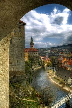 cesky krumlov Most Beautiful Cities, Beautiful Buildings, Wonderful Places, Travel Around The World, Around The Worlds, Places To Travel, Places To Visit, Versailles Garden, Prague Travel