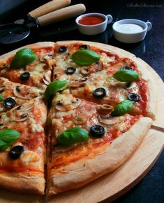Beste hausgemachte Pizza - Rezept - Sweet Page - Jedzenie - Pizza Recipes, Snack Recipes, Sweet Party, Canned Blueberries, Homemade Frappuccino, Best Homemade Pizza, Scones Ingredients, Easy Smoothie Recipes, Vegetable Pizza