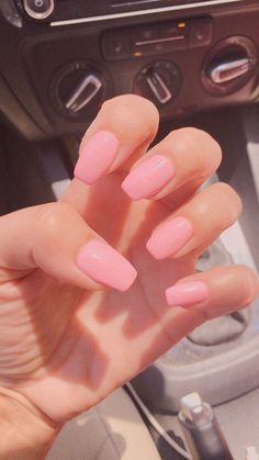 The advantage of the gel is that it allows you to enjoy your French manicure for a long time. There are four different ways to make a French manicure on gel nails. Acrylic Nails Coffin Short, Simple Acrylic Nails, Summer Acrylic Nails, Best Acrylic Nails, Coffin Nails, Pink Summer Nails, Simple Nails, Gel Nails, Nail Polish