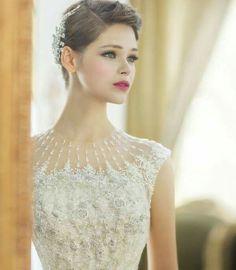 Exquisite neckline