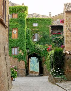 Civita di Bagnoregio, Tuscany, Italy (by unknown)