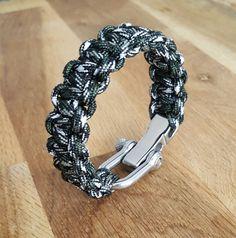Retrouvez cet article dans ma boutique Etsy https://www.etsy.com/fr/listing/453097708/bracelet-paracorde-noirblanckaki-camo