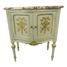 French Style Decor, Cream Paint, Room Ideas Bedroom, Louis Xvi, Paint Finishes, Marble Top, Chinoiserie, Green And Gold, French Country