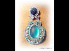 * Tutorial Soutache earring with cabachon and crystal. Not in English :) Diy Jewelry Videos, Jewelry Crafts, Jewelry Art, Beaded Jewelry, Jewelry Design, Soutache Tutorial, Soutache Necklace, Diy Necklace, Imitation Jewelry