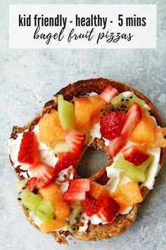 Bagel Fruit Pizzas – My Everyday Table Bagel Fruit Pizzas Bagel Fruit Pizzas are an easy and fun breakfast that your kids will love! Healthy Brunch, Healthy Breakfast Recipes, Brunch Recipes, Healthy Recipes, Nutritious Breakfast, Vegetarian Recipes, Healthy Fruits, Healthy Foods To Eat, Healthy Snacks