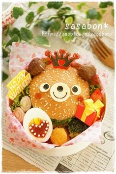 Cute bear hamburger bento, featuring hard-boiled egg and ham & cheese rolls Cute Bento Boxes, Bento Box Lunch, Lunch Snacks, Lunches, Japanese Lunch Box, Japanese Sweets, Cute Food, Good Food, Funny Food