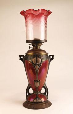 Candeeiro a petróleo, bronze e porcelana