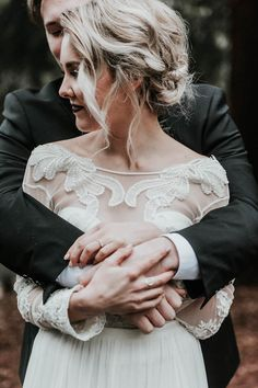 Cozy cuddles during the first look   Image by Karra Leigh Photography