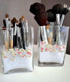 This is so incredibly cool.  I love it!!!!   DIY: 14 Cool Make-up Brush Storage Ideas