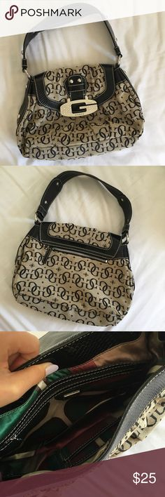 LIKE NEW Guess Handbag No flaws at all, in perfect condition. Make an offer! Guess Bags Shoulder Bags