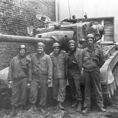 Crew photo of # 40 from Company E, Armored Regiment, Armored Division, commanded by Sgt. General Motors, M26 Pershing, Thunder Strike, Patton Tank, Us Armor, Tank Destroyer, Ww2 Tanks, World War Two, Division