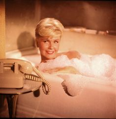 Pillow Talk / Universal Pictures Directed By: Michael Gordon Starring: Rock Hudson, Doris Day, Tony Randall, Thelma Ritter. Old Movies, Great Movies, Vintage Movies, Classic Hollywood, Old Hollywood, Thelma Ritter, Tony Randall, Rock Hudson, Universal Pictures