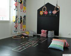 lastenhuone,temppuiluhuone,leikkihuone,leikkisä,värikäs