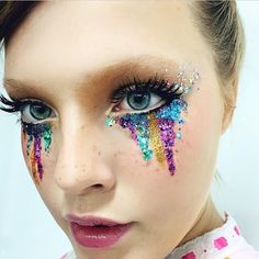 Look at this beautiful look by @pearypie !!! I think I will recreate it, it's lovely ✨ #pearypie #inspiration #glitter #glittermakeup