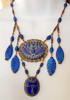ANTIQUE 1920'S ART DECO EGYPTIAN REVIVAL BLUE SCARAB CABS NECKLACE GOLDTONE